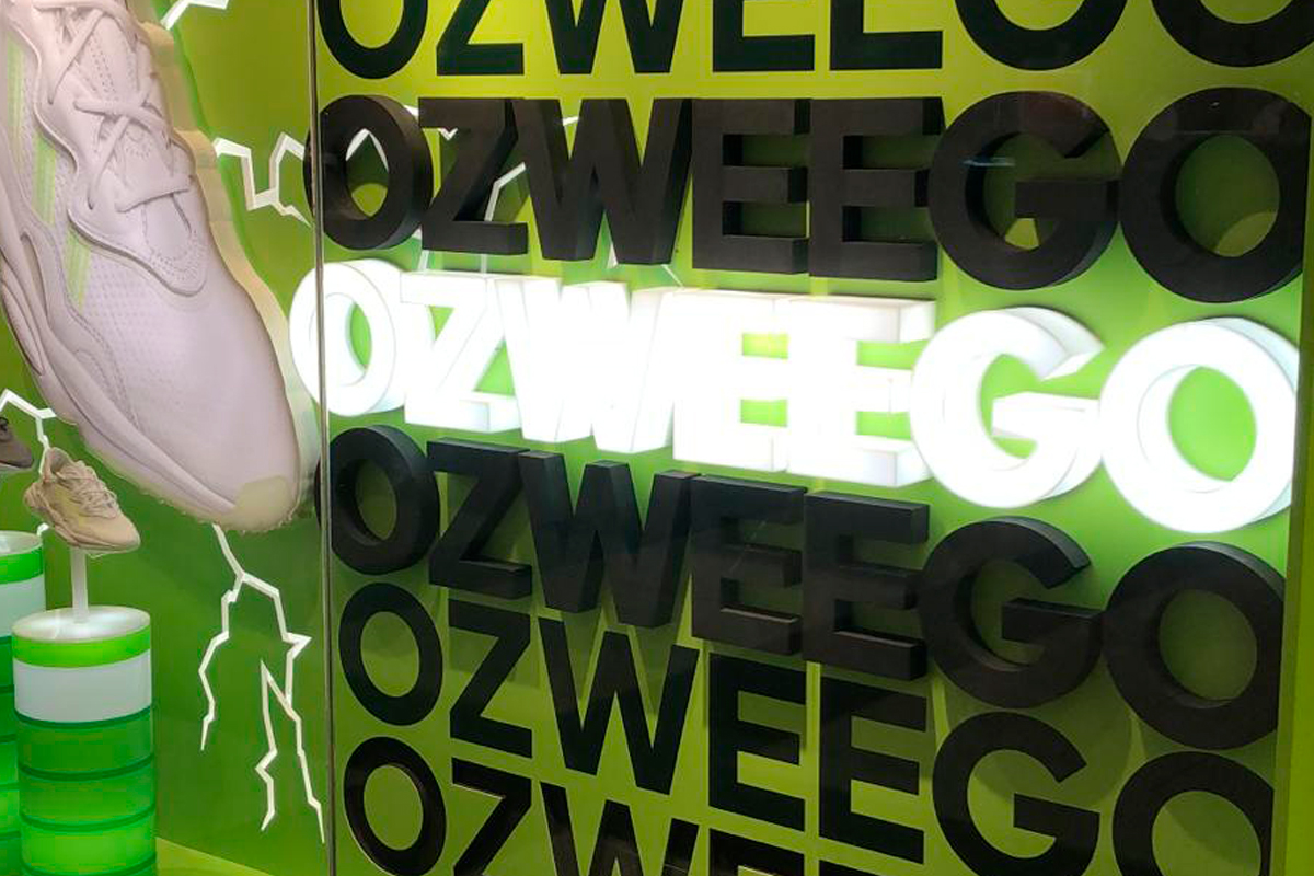 Adidas Ozweego arndale window